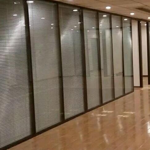 来自刘自超发布的供应信息:厂家直销玻璃隔断双层百叶隔断单层玻璃隔断... - 创鑫玻璃隔断